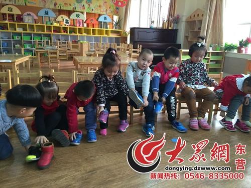 东营实验幼儿园:穿鞋子比赛