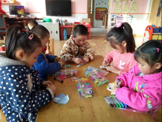 """李鹊镇中心幼儿园开展""""小企鹅""""幼儿手工制作活动"""