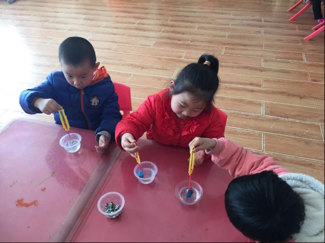 科学小实验走进陈庄镇中心幼儿园