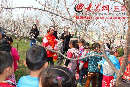 东营区史口镇油郭社区幼儿园的小朋友来到第
