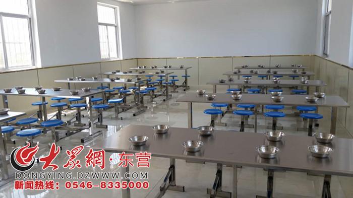 为改善学校办学条件,满足学生就餐需求,盐窝镇大赵小学扩建了食堂面积图片