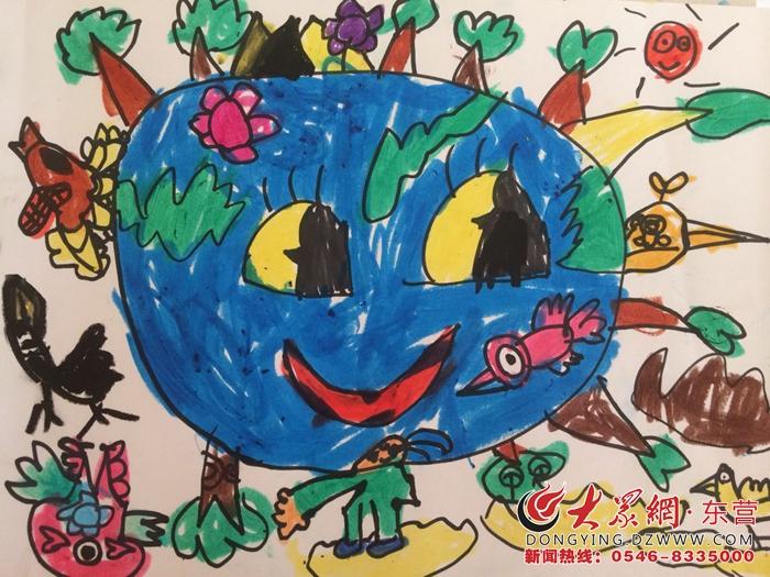 大众网东营5月11日讯 每年的4月22日是 世界地球日。近日,东营市实验幼儿园开展了为期一周的《保护地球,从我做起》的主题活动,让幼儿从小珍爱地球,树立环保意识。   在活动中,开展了美丽的地球、生病的地球、救救地球等系列活动,通过共同朗读环保拍手歌、绘画《只有一个地球》、环保歌曲等形式爱护地球妈妈。孩子们用自己的行动来诠释对环保的支持,呼唤着人们对地球的关爱,时刻牢记我们只有一个地球。从小懂得废物利用和节约资源,倡导孩子们从生活中的点滴做起,从身边的小事做起,不浪费水、电,爱惜粮食、爱护