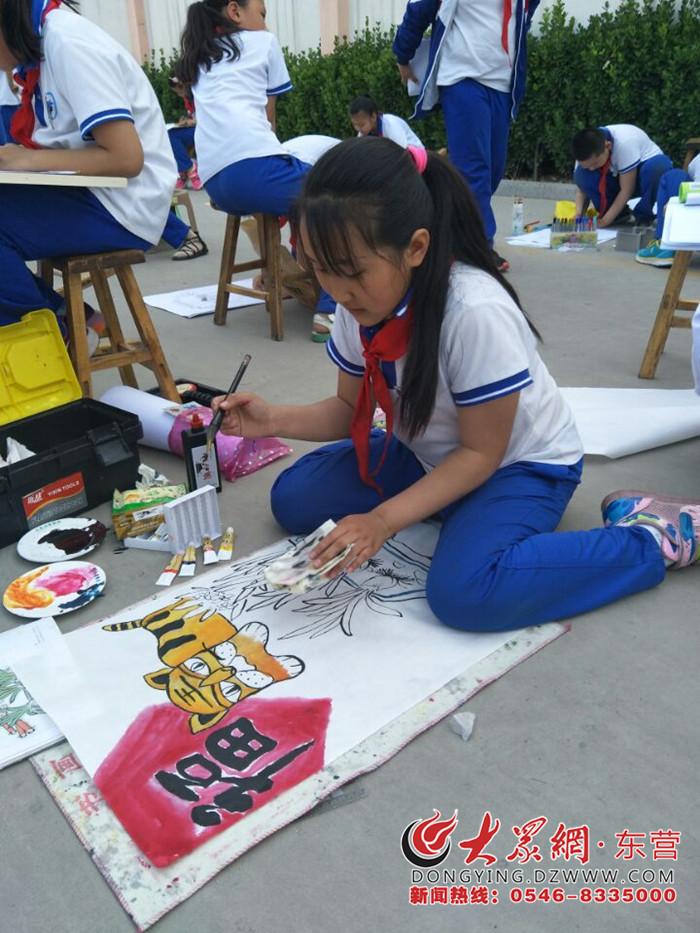 学校制定了详实的活动方案,做到教育目标明确,面向全体学生,班班开展图片