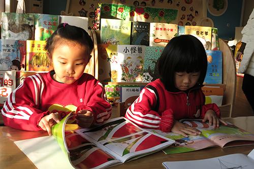 幼儿园专门设置了幼儿图书阅览室及