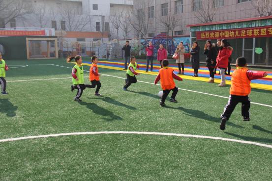 全国幼儿足球联盟在海河幼儿园组织开展足球观