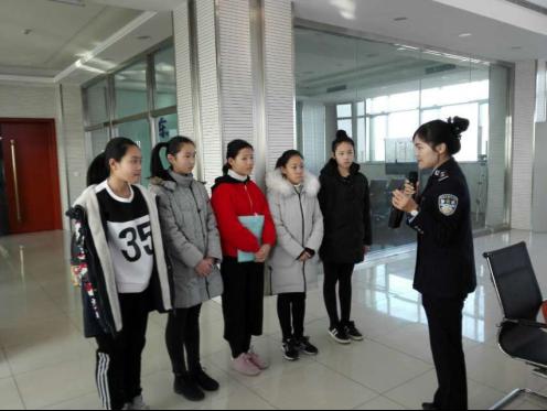 东营市实验中学开展 走进警营 社会实践活动