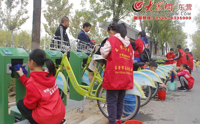 平安人寿东营中支志愿服务队举行.png