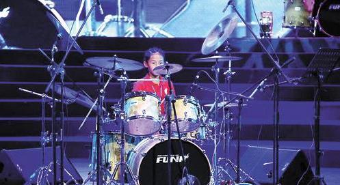 东营:8岁女孩苦练架子鼓 获全国鼓手大赛亚军