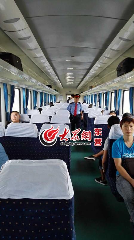 让家住东营西城的火车迷李江峰先生兴奋