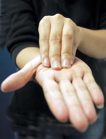 指尖运球教学图解