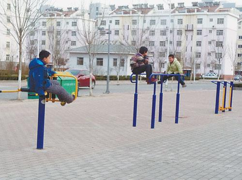 儿童攀爬健身器材,危险!
