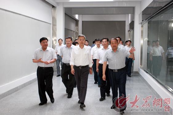 双塔食品股份有限公司董事长杨君敏向山东省委副书记