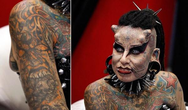 """全身纹身头长""""角"""""""