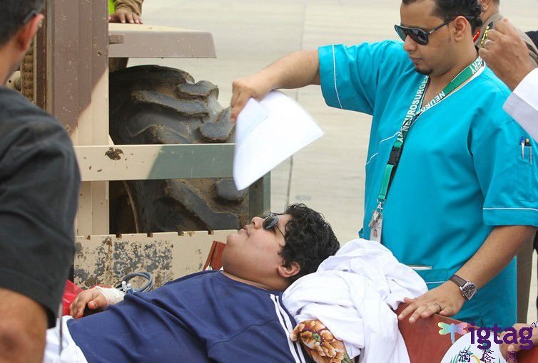沙特610公斤男子_沙特610公斤男子惊动国王自5岁起靠轮椅生活_东营大众网