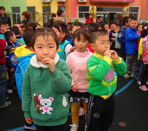 利津县第一实验幼儿园举行吹柳哨比赛