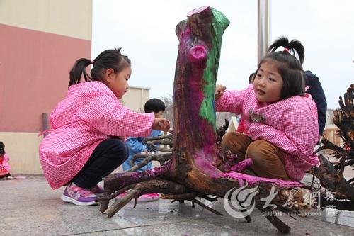胜东社区瑞康幼儿园:巧用自然材料打造户外活动乐园