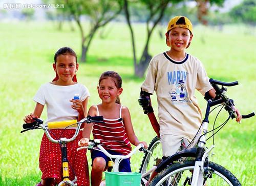 儿童户外运动_儿童户外运动三大注意事项图